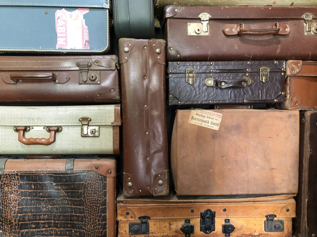 la-male-d-effeenne-normandie-post-cards-travel-food-souvenirs-memories-luggages-leather-trunk